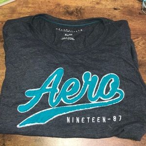 gray Aeropostale short sleeve t-shirt